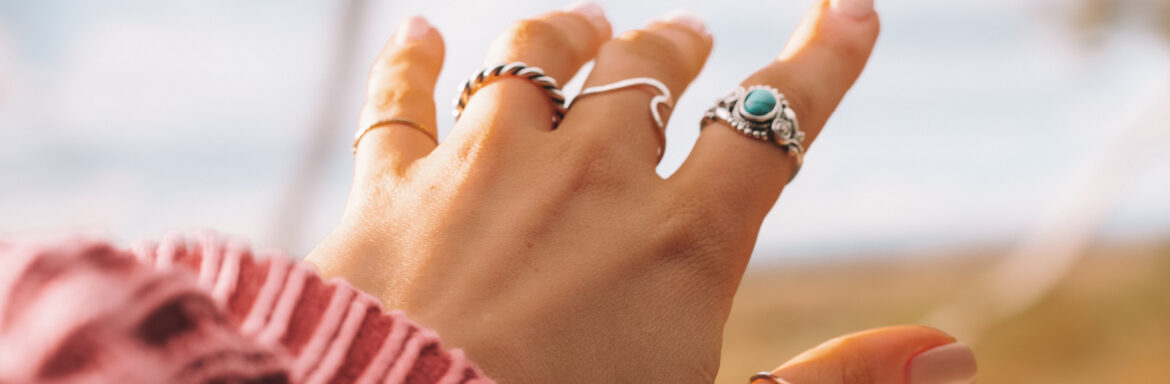 Be Your Own Palm Reader: This is What Your Hands Reveal About Your Personality