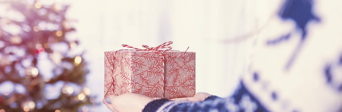 25 small acts of kindness to perform during the holidays